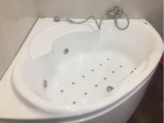 Picture of Bathware India Corner Acrylic Jacuzzi Bathtub