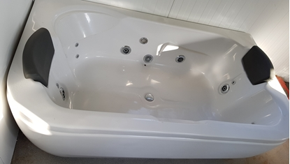 Picture of Acrylic Bath Tub with Jacuzzi Massage